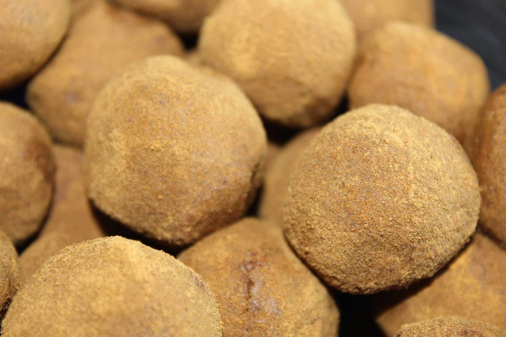 Havregrynskugler med kokosmel, nougat og lakrids
