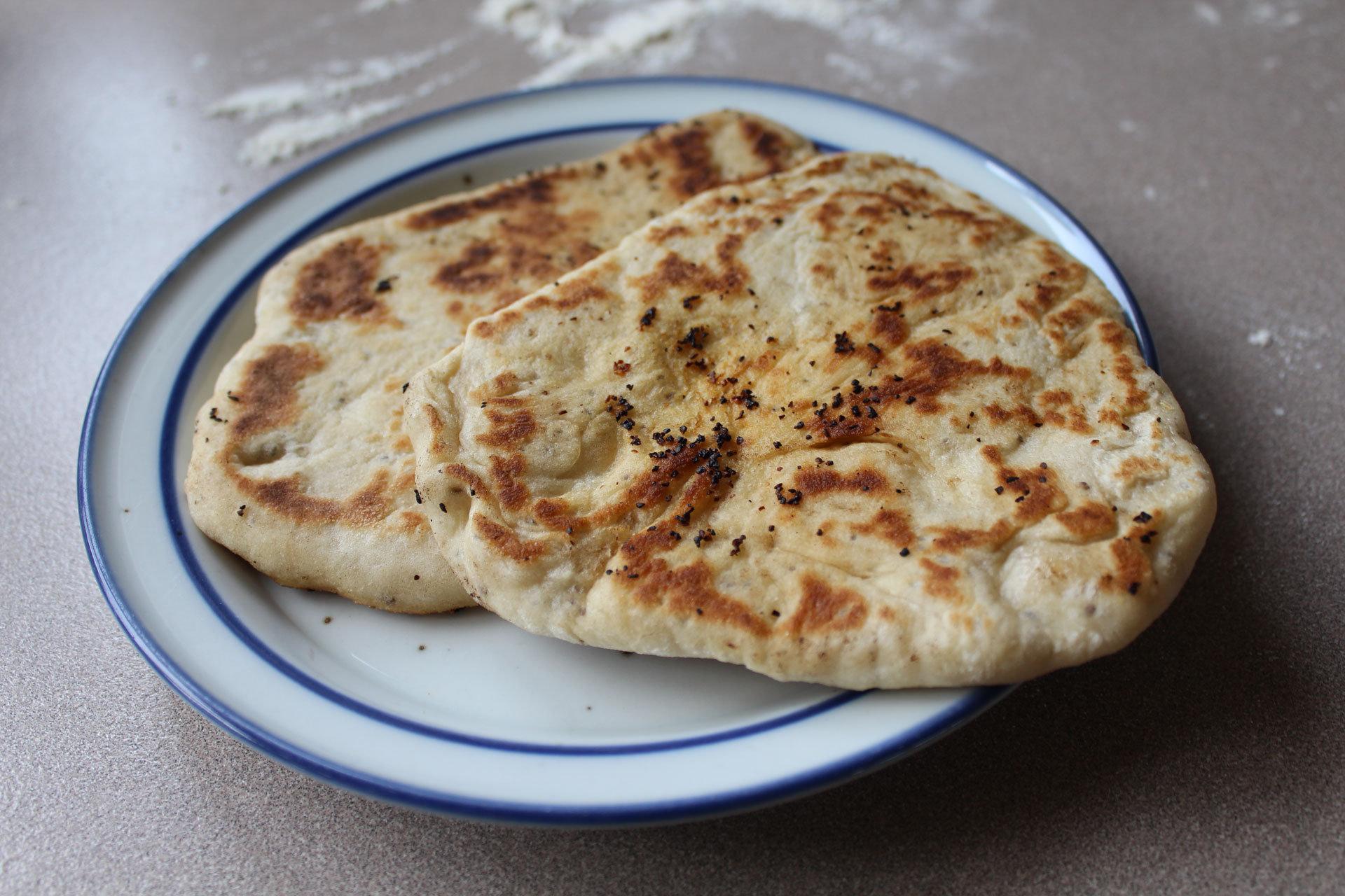 Naanbrød med fennikelfrø og chiafrø